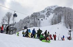 滑雪者和挡雪板罗莎的高山的Khutor 库存照片