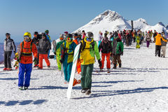 滑雪者和挡雪板 罗莎Khutor滑雪胜地  索契 俄国 库存照片