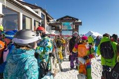 滑雪者和挡雪板 罗莎Khutor滑雪胜地  索契 俄国 免版税库存照片