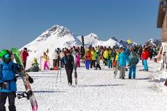 滑雪者和挡雪板 罗莎Khutor滑雪胜地  索契 俄国 图库摄影