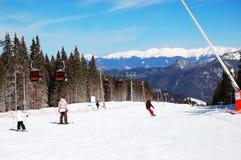 滑雪者在一个倾斜乘坐在Jasna低Tatras 库存图片