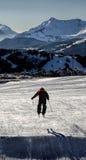 滑雪者跳跃 免版税图库摄影