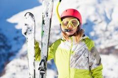滑雪者滑稽的画象潜水面具和废气管的 库存图片