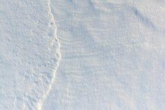 雪背景自然河表面上 库存图片