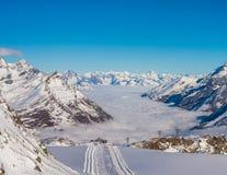 滑雪胜地倾斜  免版税库存照片
