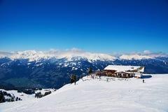 滑雪胜地倾斜  库存照片