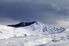 滑雪胜地和天空在风暴前 免版税库存照片
