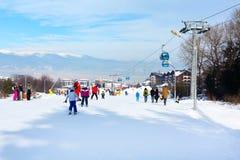 滑雪胜地班斯科,保加利亚,人们,山景 库存照片