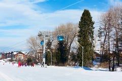 滑雪胜地班斯科,保加利亚,人们,山景 免版税库存图片