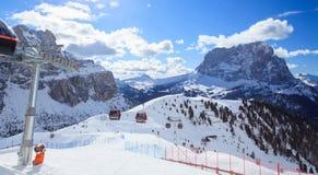 滑雪胜地看法在阿尔卑斯 免版税库存照片