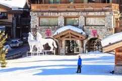 滑雪胜地Courchevel 1850 m冬天 Le Denali旅馆 免版税库存图片