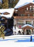 滑雪胜地Courchevel 1850 m冬天 Le Denali旅馆 图库摄影