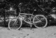 雪自行车 图库摄影