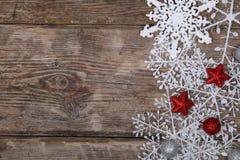 雪花和圣诞节装饰边界  免版税库存图片