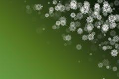 雪花在绿色摘要背景中 库存照片
