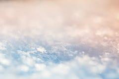 雪花的宏观图象 背景蓝色雪花白色冬天 库存照片