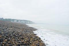 雪花石膏海滩海岸小卵石海岸线 免版税图库摄影