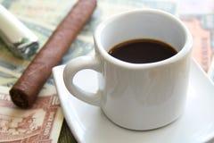 雪茄和浓咖啡 图库摄影