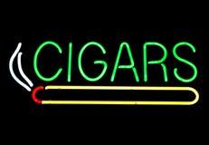 雪茄霓虹灯广告 库存照片