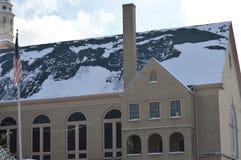 雪被冠上的教堂 免版税库存照片