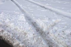 雪跟踪轮胎 免版税库存图片
