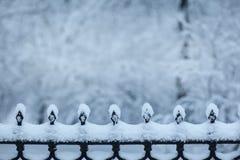 雪边界在有空间的公园文本的 免版税库存图片