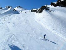 滑雪道的滑雪者 库存图片