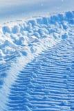 雪雪上电车跟踪 免版税库存图片