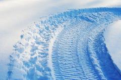 雪雪上电车跟踪 免版税图库摄影