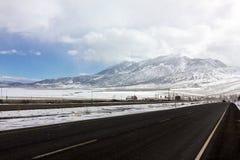 雪风暴高速公路 免版税库存图片