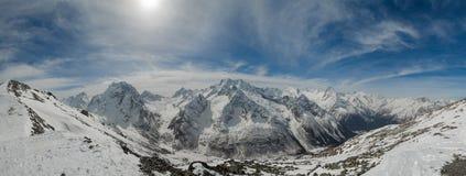 滑雪高加索山脉的山区度假村, Dombai,俄罗斯 免版税图库摄影