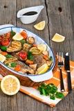 雪鱼鱼烘烤了与菜、草本和柠檬 库存照片