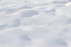雪,波浪起伏的表面 背景,纹理 免版税库存图片