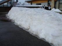 雪-法国大堆在路面的 免版税图库摄影