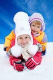 从雪幻灯片的儿童乘驾 驱动乐趣爬犁冬天 库存图片