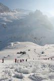 雪崩滑雪坡道被盖的倾斜冰砾 免版税库存图片