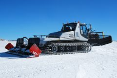滑雪滑雪道雪groomer机器 库存图片