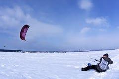 雪kiter抓住风 免版税库存图片