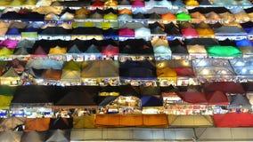 零售店时间间隔视图在夜市的在曼谷 股票视频