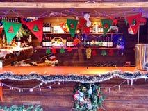 零售批发市场柜台在圣诞节的 库存图片