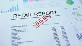 零售报告拒绝了,盖印封印的手在公文,统计 股票视频