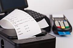 零售的销售点系统与纸shoppin 免版税库存照片