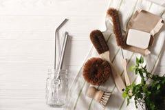 零的浪费的食物清洁 eco自然椰子肥皂和刷子f 库存图片