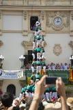 雷乌斯,西班牙- 2014年10月25日:Castells表现,卡斯特尔是在节日传统上建造的一个人的塔在卡塔龙尼亚 免版税图库摄影