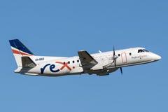 雷克斯地方明确航空公司绅宝起飞从悉尼机场的340架有双发动机的地方往返运输航空机 库存图片