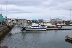 雷克雅未克,冰岛- 2018年5月08日:在春天期间的老港口口岸2018年5月08日在雷克雅未克,冰岛 库存照片