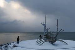 雷克雅未克-在海湾的观点 库存图片
