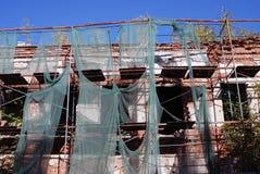 雷宾斯克镇,俄罗斯建筑学  在整修下的老大厦 免版税库存照片