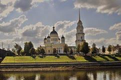 雷宾斯克镇,俄罗斯建筑学  1824年被创办的大教堂工厂意味nevyansk责任人pyatiprestolny石变貌yakovlev 图库摄影