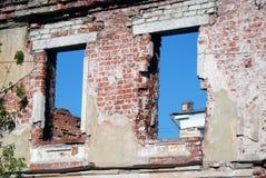 雷宾斯克镇,俄罗斯建筑学  被放弃的房子 图库摄影